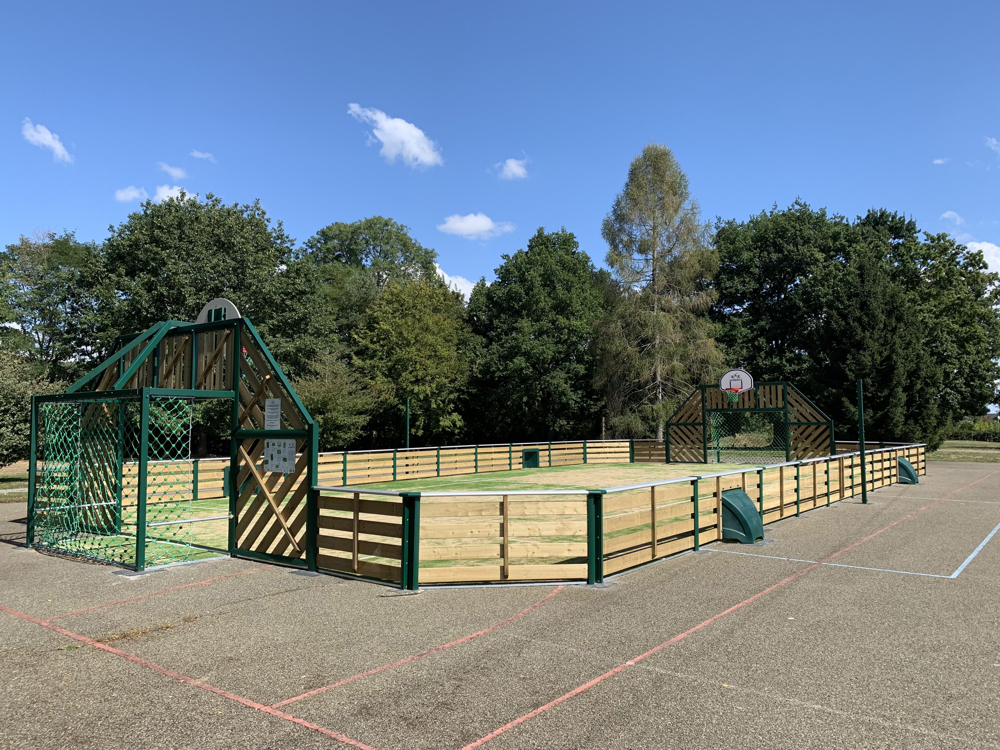 Bois De La Saulx first court - agorespace