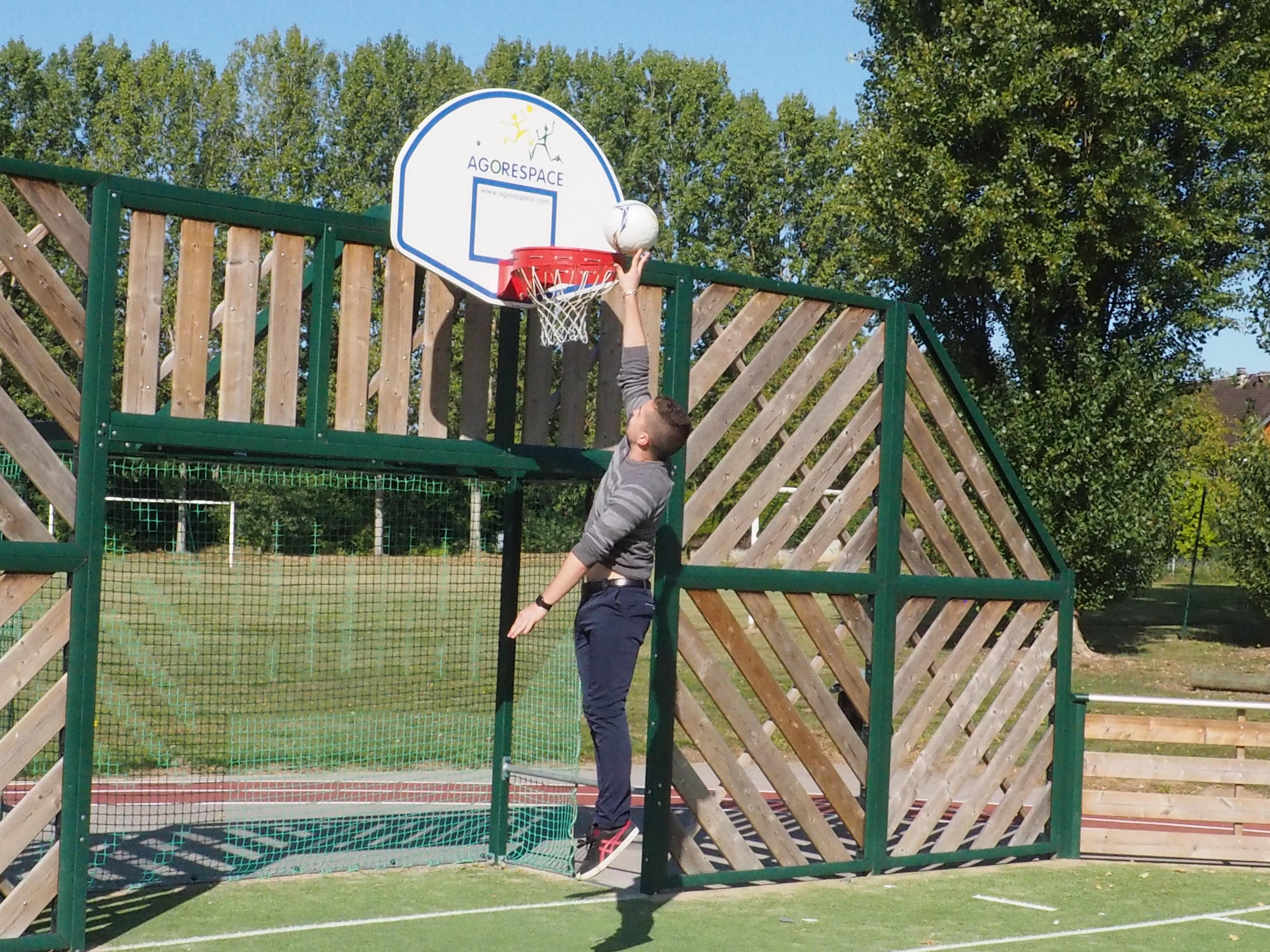 Des paniers de basketball à la hauteur